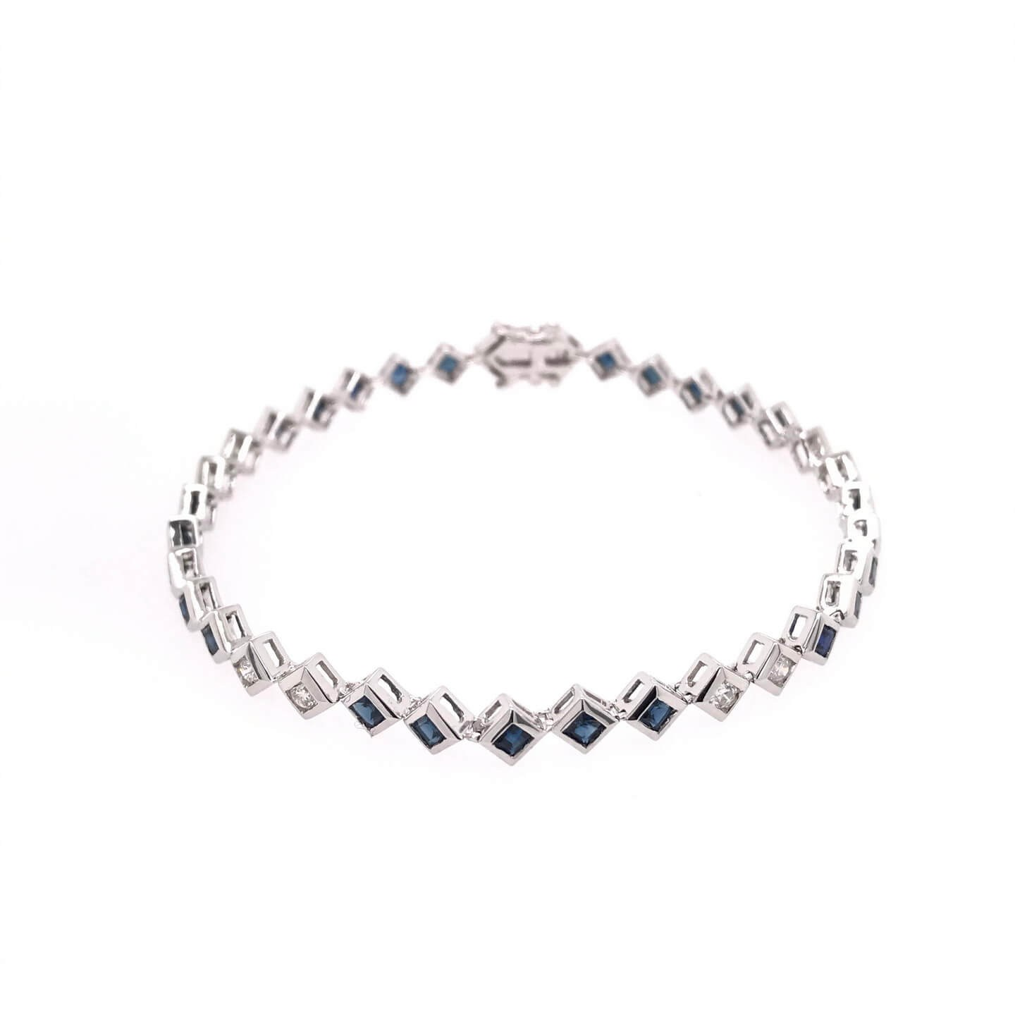 White gold K18 bracelet with diamonds 0.40ct  and sapphires 2.00ct.