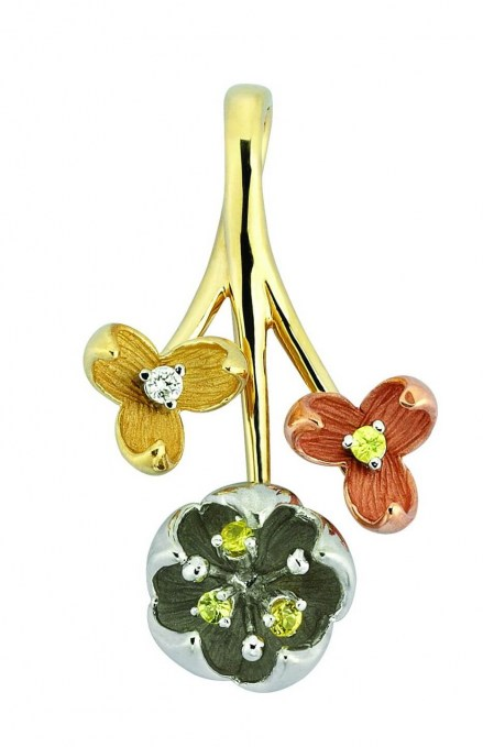 Three tone gold K14 pendant with diamonds 0.03ct and savolites 0.12ct.